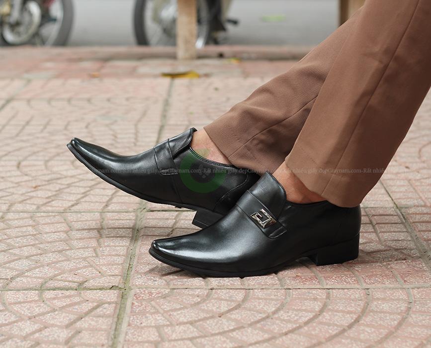 Giày mũi nhọn hay độn giày sẽ giúp bạn trông cao hơn