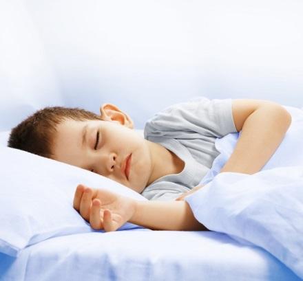 Giấc ngủ rất quan trọng cho sự tăng chiều cao của trẻ.
