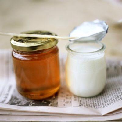 Làm mịn màng da với mật ong và sữa chua