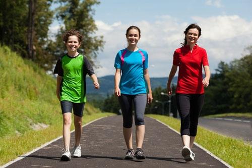 Bài tập đi bộ rất thích hợp cho những người lười vận động