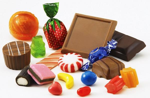 Chỉ cho bé ăn kẹo hay những thực phẩm ngọt một tỉ lệ rất nhỏ trong tổng thể bữa ăn của bé.