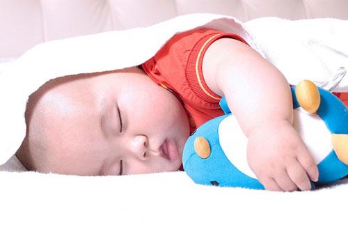 Giấc ngủ của bé ngày càng ít đi khi lớn lên