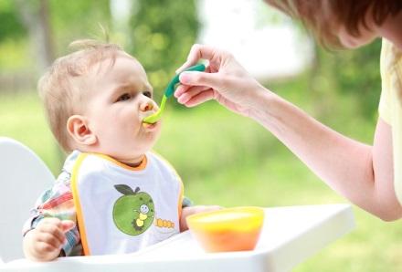 Ăn dặm là thời điểm quan trọng nhất của một đứa bé vì chúng bắt đầu tiếp xúc với những loại thức ăn từ bên ngoài.