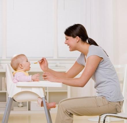 Hãy tạo cho bé niềm vui cùng sự hứng thú đặc biệt ngay từ lần đầu tiên ăn dặm.