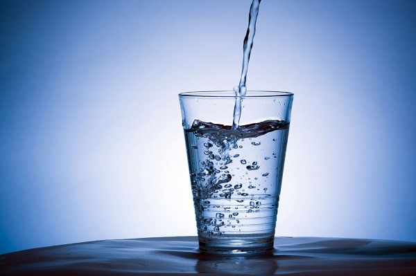 Chú ý bổ sung nước để tránh tình trạng thiếu nước khi tham gia bộ môn Leo núi trong nhà.