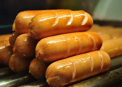 Những người ăn hai chiếc xúc xích mỗi ngày có nguy cơ bị suy tim hơn những người hiếm khi ăn thịt chế biến sẵn.
