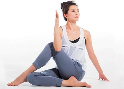 Dưới đây là bí quyết tăng chiều cao của người mẫu Linh Chi, bạn có tham khảo và thực hành ngay chỉ với 10 động tác đơn giản dưới đây!