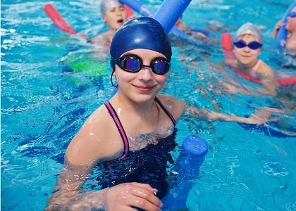 Bơi lội là một trong những những phương pháp tăng chiều cao hiệu quả, cùng chúng tôi tìm hiểu những lưu ý khi tập luyện và lợi ích mà bơi lội sẽ mang lại cho bạn dưới đây nhé!