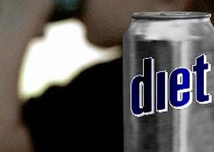 Nhiều người dùng nước soda cho người ăn kiêng để giảm cân. Thực tế, uống nhiều nước này có thể làm tăng nguy cơ trầm cảm, thay đổi hormone...