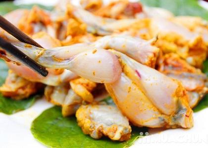 Lí do món cháo ếch được xem như thuốc tăng chiều cao cho trẻ là bởi vì thịt ếch chứa nhiều Canxi, vitamin A, D, kali,...