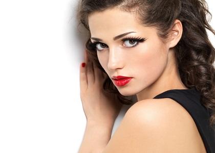 Collagen được xem là một chất keo kết nối các mô trong cơ thể lại với nhau. Collagen chiếm tỉ lệ rất lớn trong cơ thể người, có tác động trực tiếp tới sức khỏe và sắc đẹp của con người.
