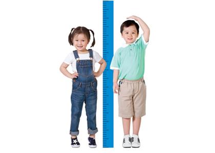 Để trẻ tăng chiều cao lý tưởng ngoài việc giúp trẻ tăng cường dinh dưỡng thì các mẹ cần phải chú trọng cả trong giai đoạn mang thai, nếu trong thời gian mang thai mẹ tăng cân tốt thì trẻ có thể đạt chiều dài lúc sinh là 48-53 cm. Khoảng cách 1cm của trẻ sơ sinh có thể khác 10cm khi trưởng thành.
