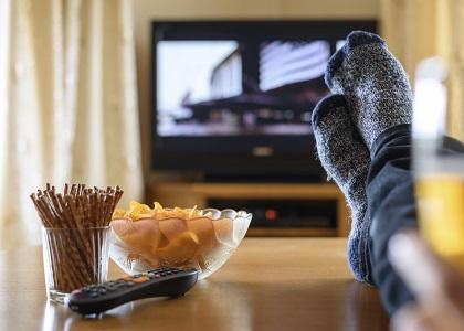 Cả người lớn và trẻ em nên cân nhắc việc xem truyền hình, hạn chế xem không quá 2 giờ mỗi ngày để chống lại bệnh béo phì. Tỷ lệ béo phì ở Anh trong 10 năm qua đã tăng gấp hai lần. Các nhà chức trách về lĩnh vực y tế nước này đã kêu gọi thành lập khẩn cấp một lực lượng đặc biệt nhằm giúp giải quyết vấn nạn này.