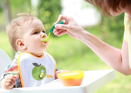 Trong chuyên mục tăng chiều cao cho bé lần này, mời các bậc cha mẹ cùng chúng tôi đi tìm lời đáp cho câu hỏi: Làm cách nào giúp tăng chiều cao cho bé ngay khi mới ăn dặm?