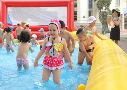 Đá bóng, bơi lội, đạp xe hay nhảy cao, nhảy xa là những môn thể thao giúp tăng chiều cao cho trẻ theo cách tối ưu, hiệu quả. Hãy cho trẻ tập luyện ngay từ bây giờ để cải thiện chiều cao.