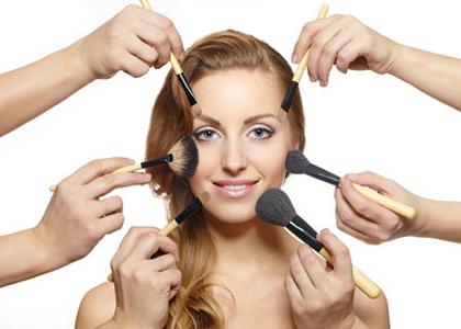 Một gương mặt dù có đẹp đến đâu vẫn sẽ mất điểm với những vết nám, sạm, tàn nhang, bởi bức tranh đẹp không được để dính mực.  Một người phụ nữ dù tài giỏi đến mấy cũng sẽ mất tự tin nếu nám sạm, bởi nhan sắc là thế mạnh  của một người phụ nữ.