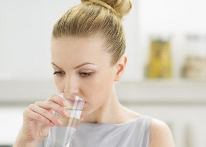Khi thấy thiếu collagen thì điều đầu tiên họ nghĩ đến là uống collagen, tiêm collagen, thoa kem dưỡng chứa collagen để bổ sung để tạo collagen cho cơ thể. Tuy nhiên, liệu cứ thiếu thì bổ sung dồn dập, ồ ạt như vậy liệu có tốt?
