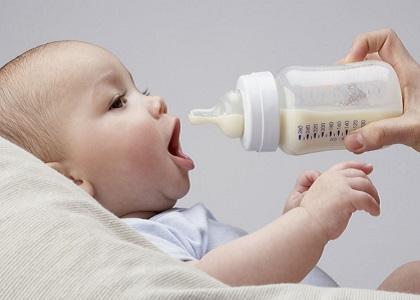 Cho bé uống sữa một cách đúng chuẩn không chỉ bổ sung đầy đủ chất dinh dưỡng, mà còn tăng chiều cao cho bé trông thấy đấy!