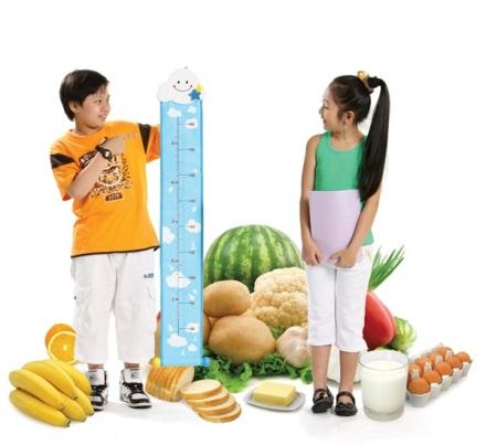 Chú ý về chế độ dinh dưỡng, nghỉ ngơi và hoạt động của bé nhằm thúc đẩy quá trình tăng trưởng chiều cao.