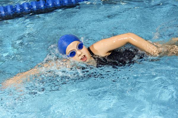 Bơi lội được giới chuyên môn đánh giá là một trong những môn thể thao đem lại lợi ích nhiều nhất đối với việc cải thiện chiều cao