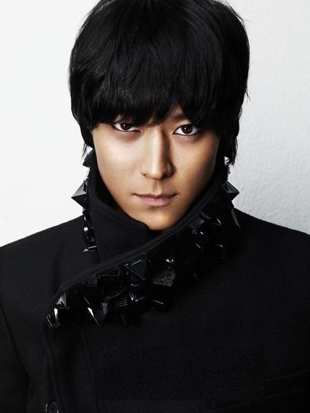 Kang Dong Won ới chiều cao khiến nhiều người hâm mộ là 1m86