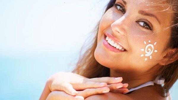 Những tia nắng nhẹ nhàng của ngày Đông vẫn gây ra những tác động xấu lên làn da của bạn.