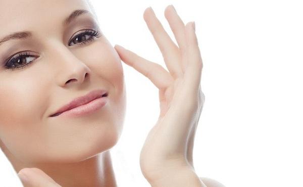 Chú ý sử dụng những sản phẩm tẩy tế bào chết chứa thành phần tẩy nhẹ nhàng tránh làm hỏng những rào cản tự nhiên của da.