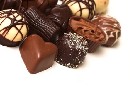 Bạn có thể dùng chocolate để thay thế cho những loại bánh kẹo chứa nhiều đường.