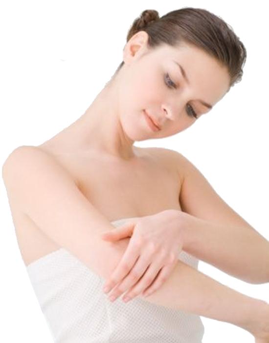 Thoa đều hỗn hợp dầu oliu và muối biển lên da sẽ có tác dụng tẩy tế bào chết hiệu quả.