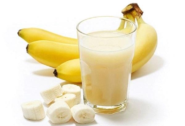 Mặt nạ Sữa tươi và Chuối nghiền sẽ giúp bạn tránh được tình trạng khô da khi những ngày Đông đang đến gần.
