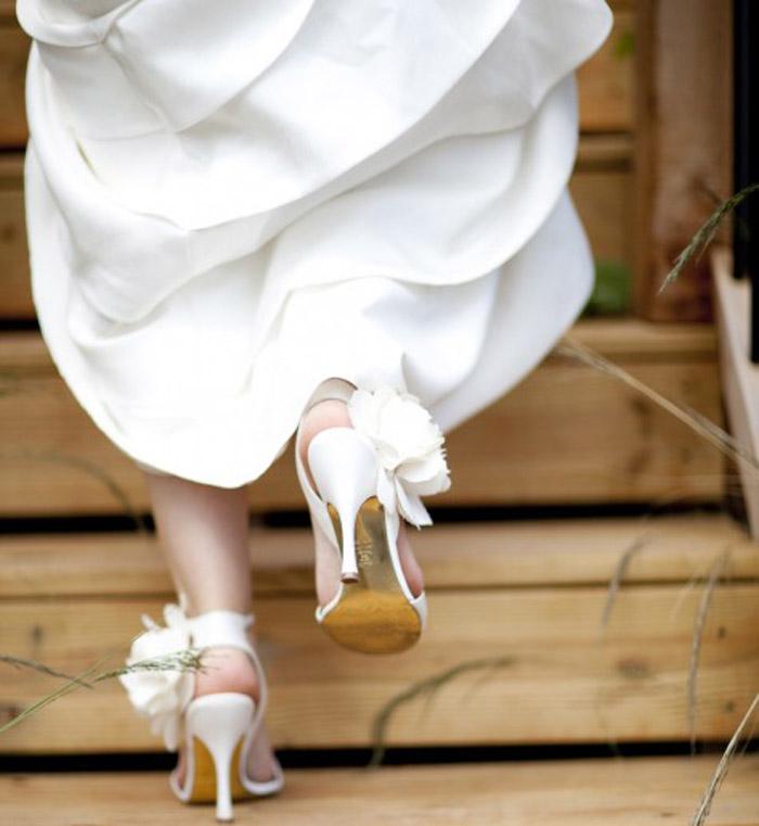 Vứt hết tất cả những đôi dép lê, giày bệt đã làm bạn khổ bao lâu sang một bên mà không phải lo nghĩ.