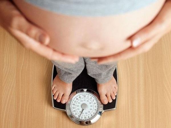 Tăng cân quá nhanh cũng là một trong những nguyên nhân ảnh hưởng đến quá trình làm đẹp của mẹ bầu.
