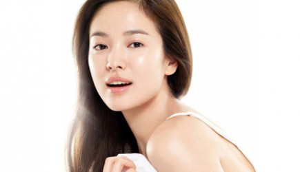 5 chiêu thức ngăn ngừa mụn và làm đẹp da của sao