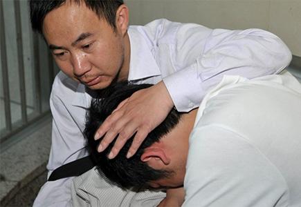"""Cách giúp con """"thoát lùn"""" của nhà ngoại giao Trung Quốc"""