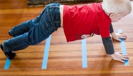 Học kéo căng cơ thể giống mèo để tăng chiều cao cho bé