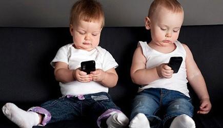 Mối quan hệ giữa việc sử dụng smartphone đối với sức khỏe và chiều cao trẻ em
