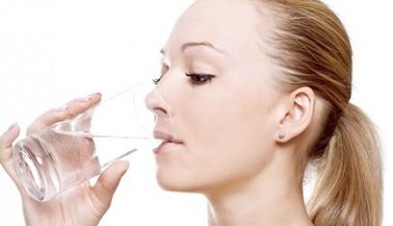 Uống đủ nước – bí quyết làm đẹp da hiệu quả