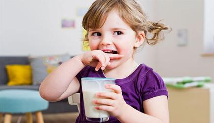 Uống sữa có giúp tăng chiều cao hay không?
