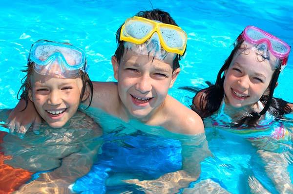 bơi lội giúp tăng chiều cao hiệu quả nhờ các động tác uốn cong cơ thể