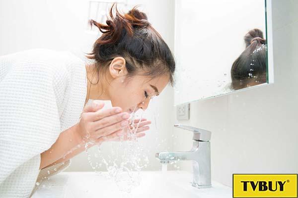 rửa mặt giúp bảo vệ da