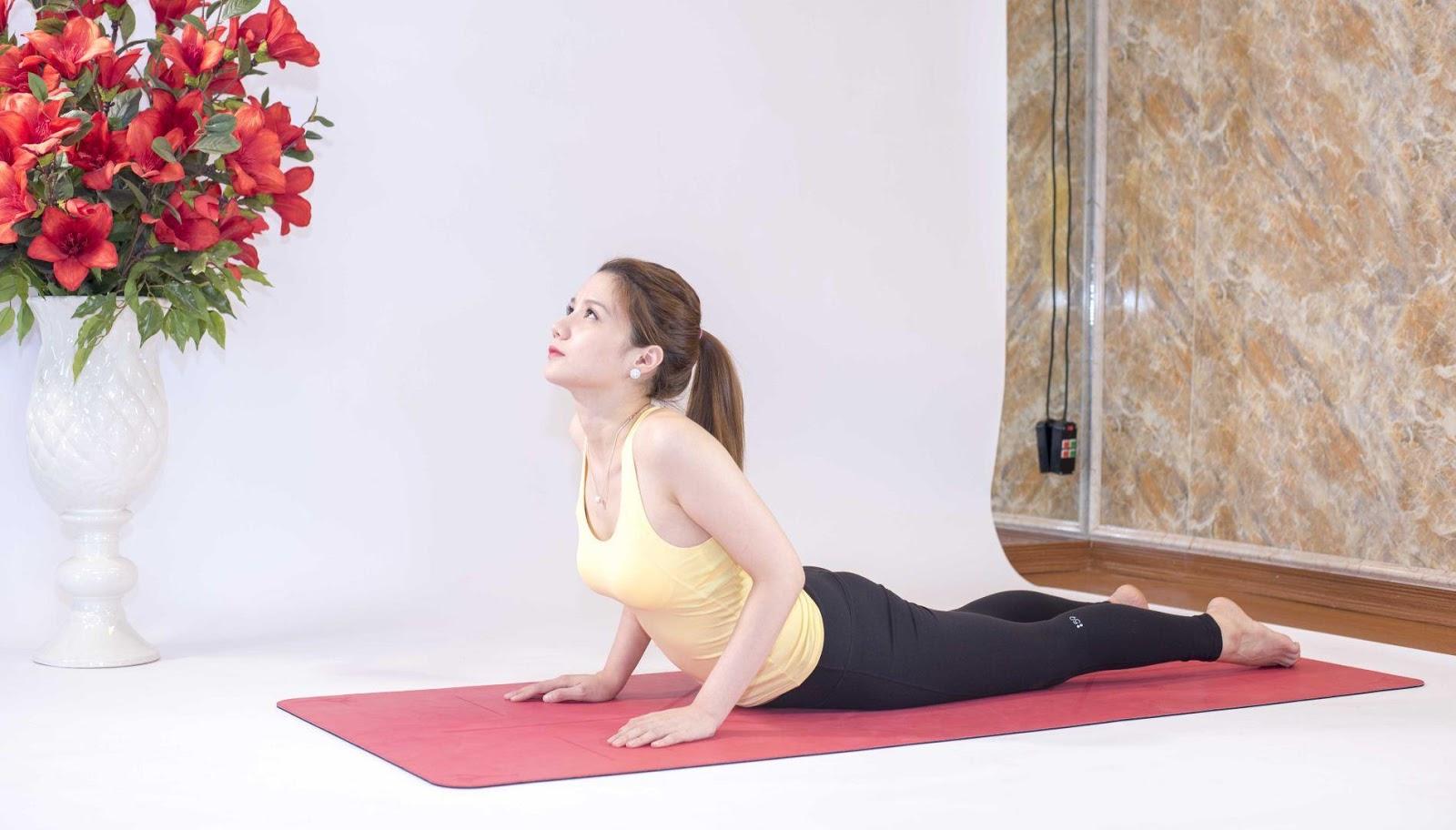 bài tập yoga tăng chiều cao tư thế rắn hổ mang