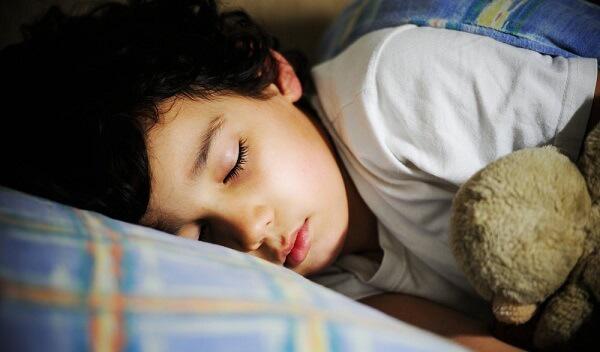 Ngủ đủ giấc tạo điều kiện để trẻ phát triển chiều cao tối đa