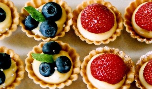 Đồ ngọt dễ khiến trẻ dễ tăng cân béo phì kìm hãm phát triển chiều cao