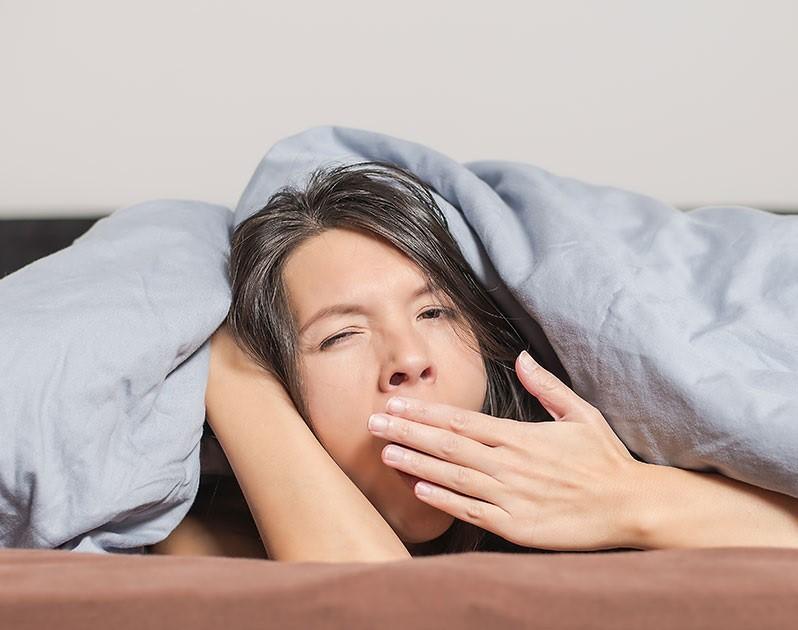 Thức khuya ảnh hưởng đến sự phát triển của chiều cao