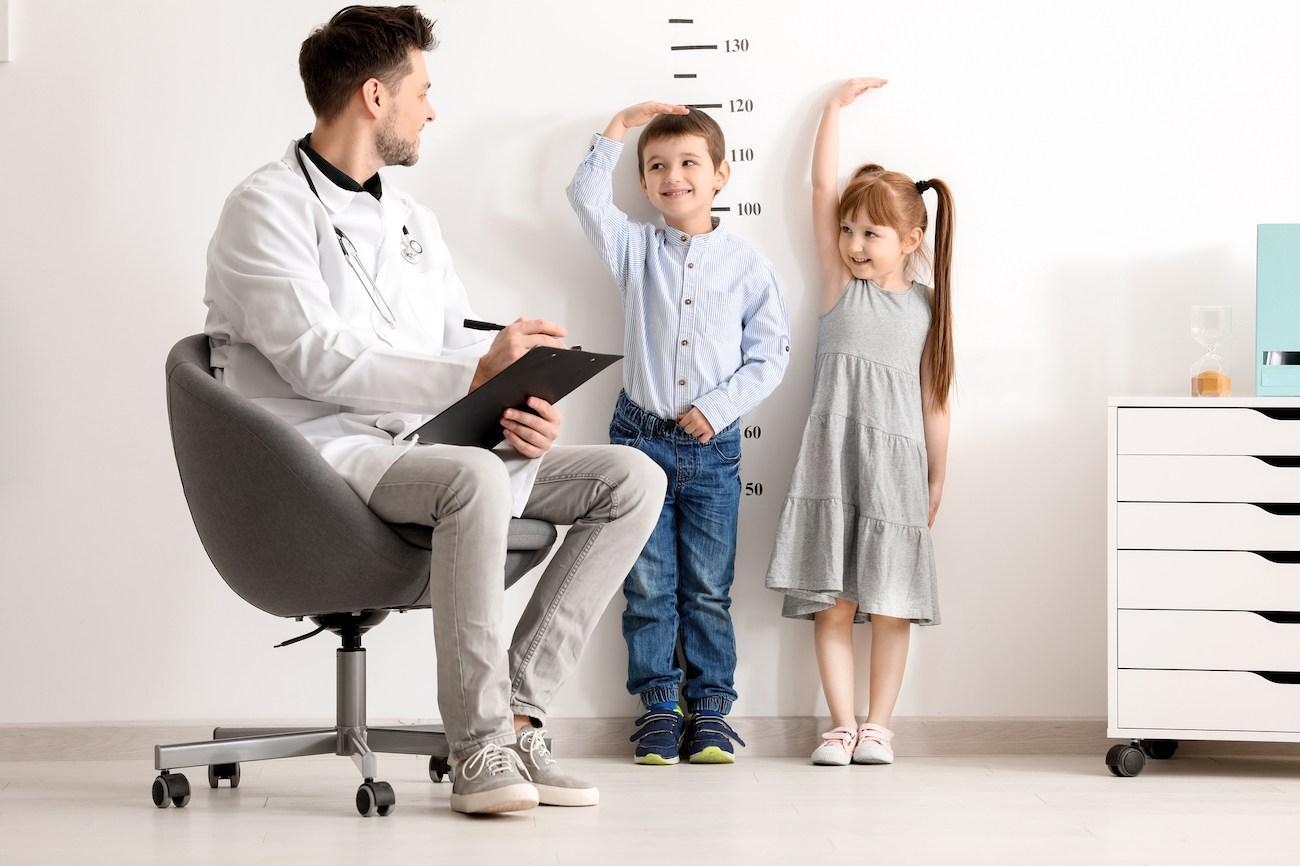 theo dõi tăng trưởng chiều cao của trẻ ở giai đoạn 3 đến 9 tuổi