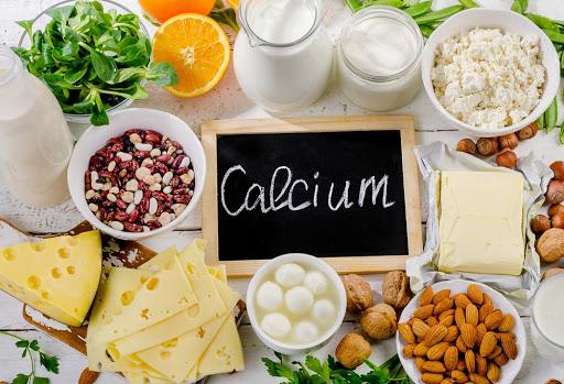 Đa số những thực phẩm giàu canxi trong tự nhiên đều dễ dàng mua, tiện chế biến và chúng đều là những món ăn dễ hấp thụ canxi vào cơ thể
