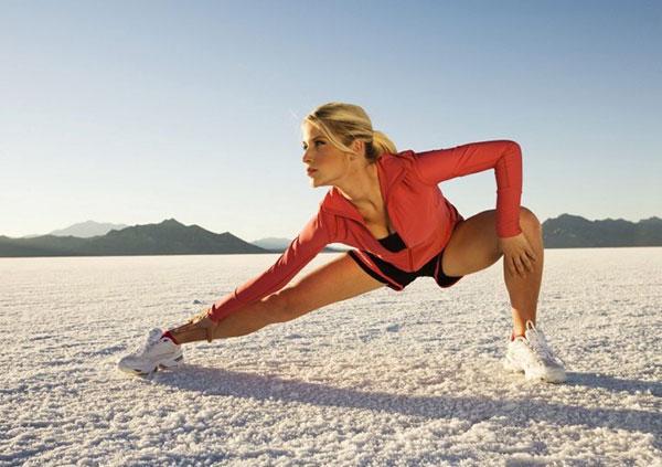 Trước khi chạy bộ hãy khởi động thật kĩ toàn bộ cơ thể