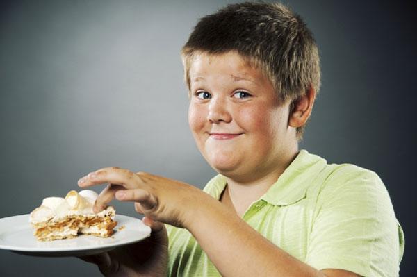 Ăn no trước khi ngủ sẽ khiến trẻ dễ bị béo phì