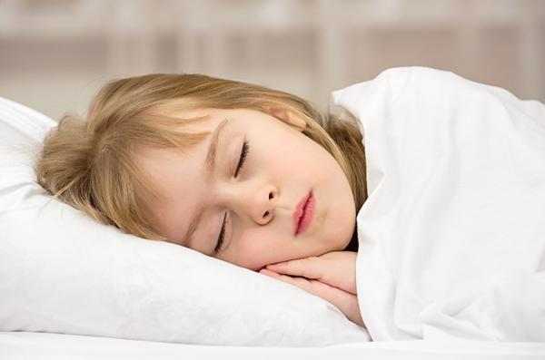 Trẻ thường rất dễ buồn ngủ sau khi ăn no