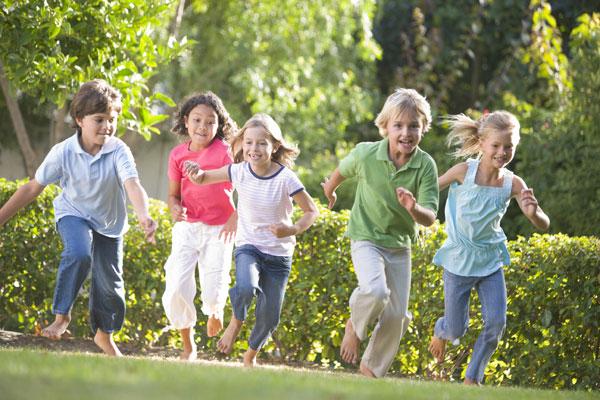 Trẻ cần vận động thường xuyên mới có thể phát triển chiều cao tối đa